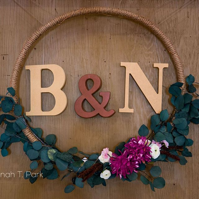 So excited to have the photos from this wedding at the Camarillo Barn. Thank you for Trusting us with your special Day Brian and Nicole!! 📷: @parksinrecreation #barnwedding #MeridianEvents #socalweddings #camarillowedding #wedding decor #eventplanners #rustic #rusticdecor #tosrus
