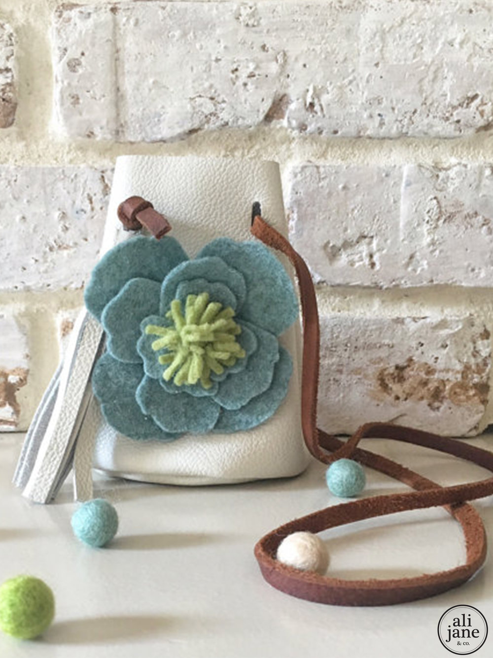 Small ivory leather pouch with wool felt windflower