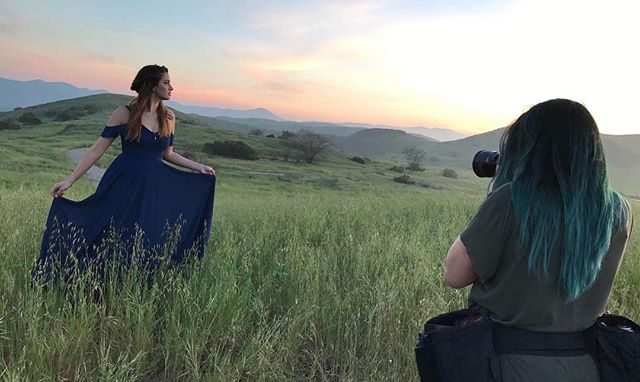 Behind the scenes shot from @jenna_pearl21's senior session today! So much natural gorgeousness... no filter needed! // HAIR+MAKEUP: @makeupbyjtori . . . . #senioryear #seniorstyle #jtoriseniors #seniorportraitphotographer #behindthescenes #seniorpictures #thousandoaks #californiaseniorpictures #venturacountyphotographer #seniorportraits #classof2017