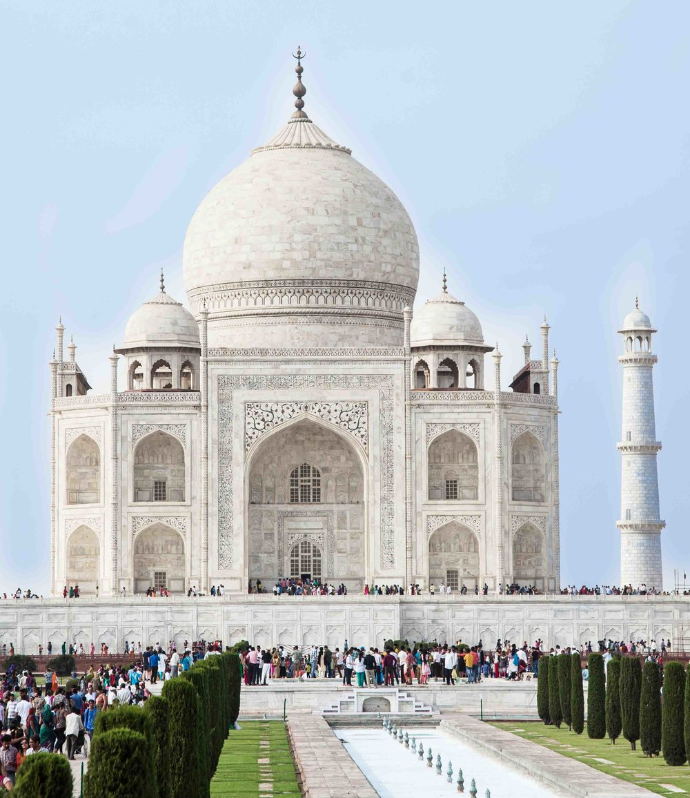 Tourists flock to the Taj Mahal
