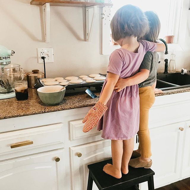 Anybody else super stoked for the long weekend?? . Daddy and the girls are getting breakfast ready while I'm having some work time at the coffee shop this morning...love getting the day started with some productivity and getting prepped for the week! . Mamas- don't let that #momguilt sneak in as it loves to do sometimes - you are worth getting some time to yourself and taking care of YOU....just make a plan and make it happen🖤 silver lining - everyone will be happier that way anyway!