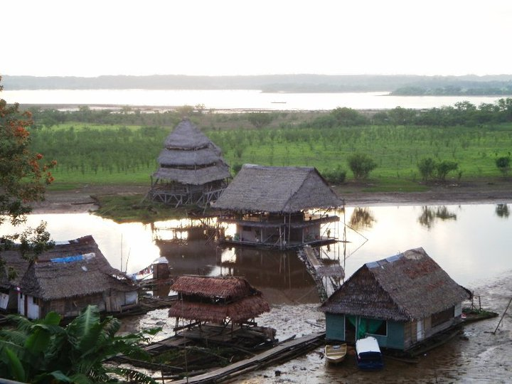 Houses float on the ebb and flow of the river in Iquitos, Peru - cjG