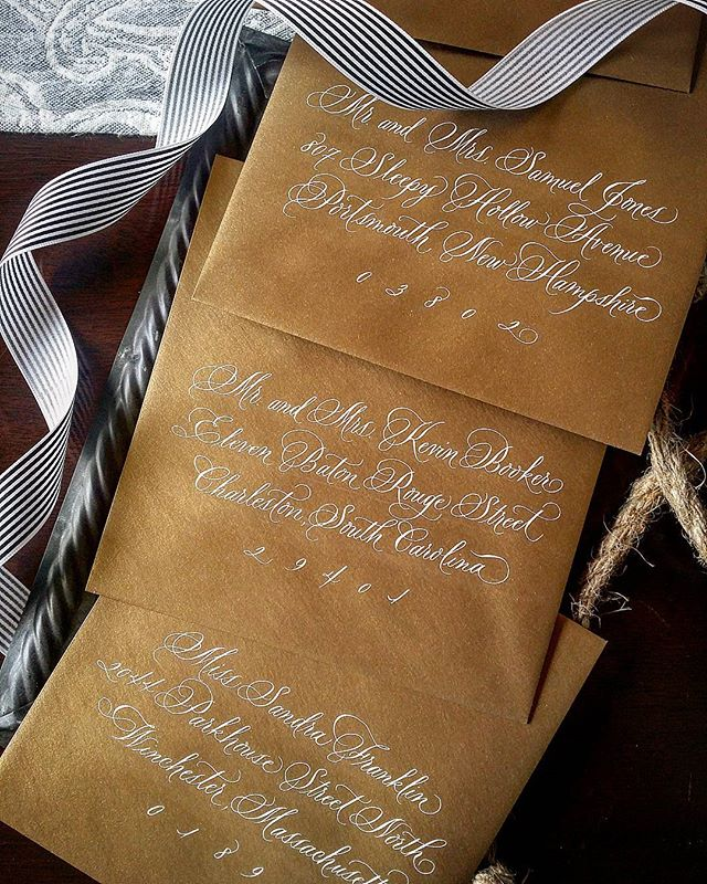 I love these antique gold envelopes and the cream colored ink just pops!  #envelopeaddressing #handlettering #weddings #calligraphy #custominvitations #goldenvelopes