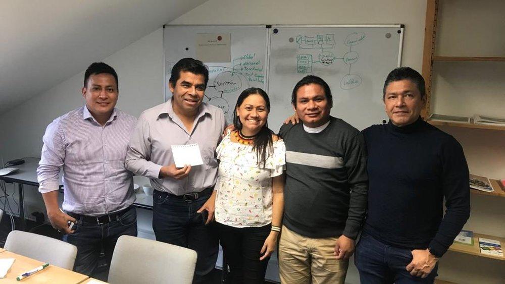 En la foto, de izquierda a derecha: Robinson Lopez, Coica; Levi Sucre, coord AMPB; Nara Baré, APIB; Tuntiak Katan, Coica; Gustavo Sánchez, Ampb.