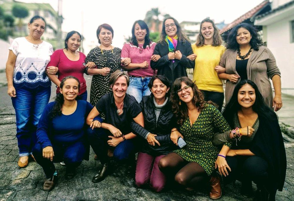 La red nacional de casas de acogida para mujeres víctimas de violencia y Fundación ALDEA trabamos colectivamente para el derecho de todas las mujeres, niños y niñas a vivir una vida libre de violencias.