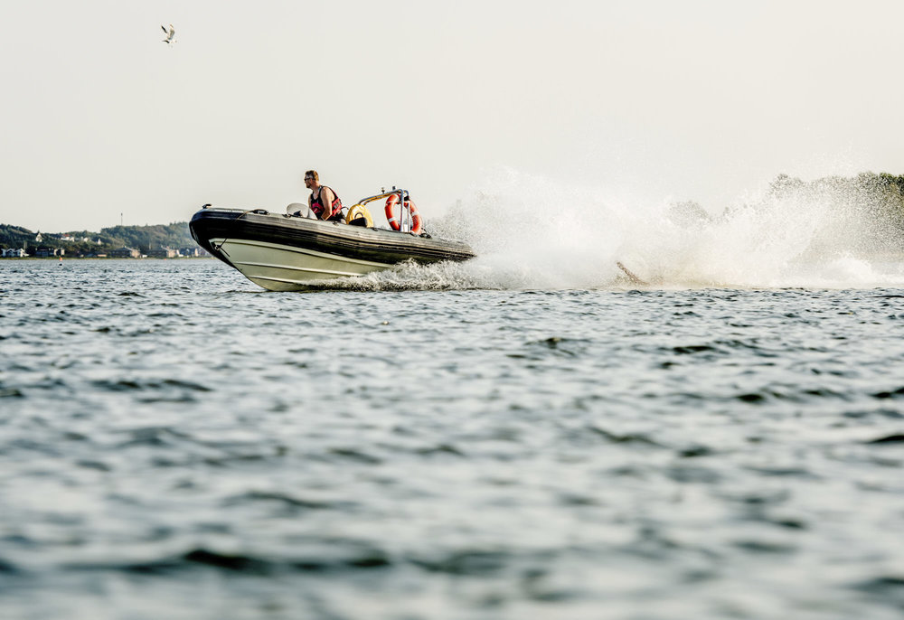 Dette er en ribbåd, som både er et hurtigt og sikkert fartøj på vand.