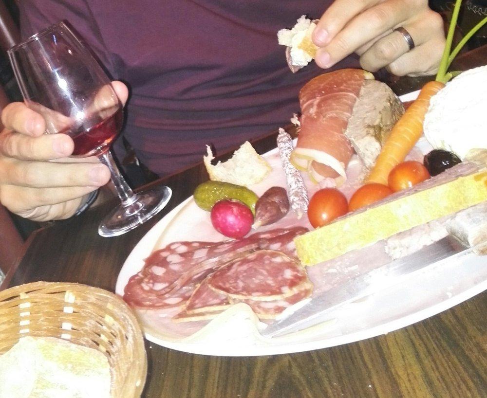 Vin et Charcuterie