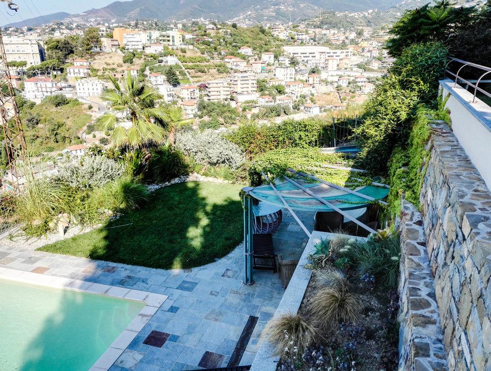 Giardino con piscina e tettoia Sanremo - Imperia