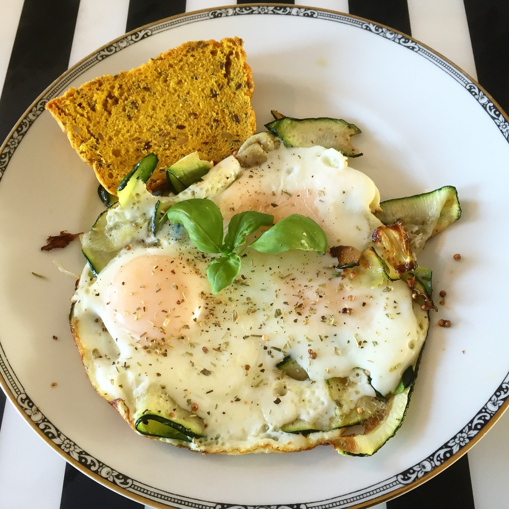 Zucchini fried eggs