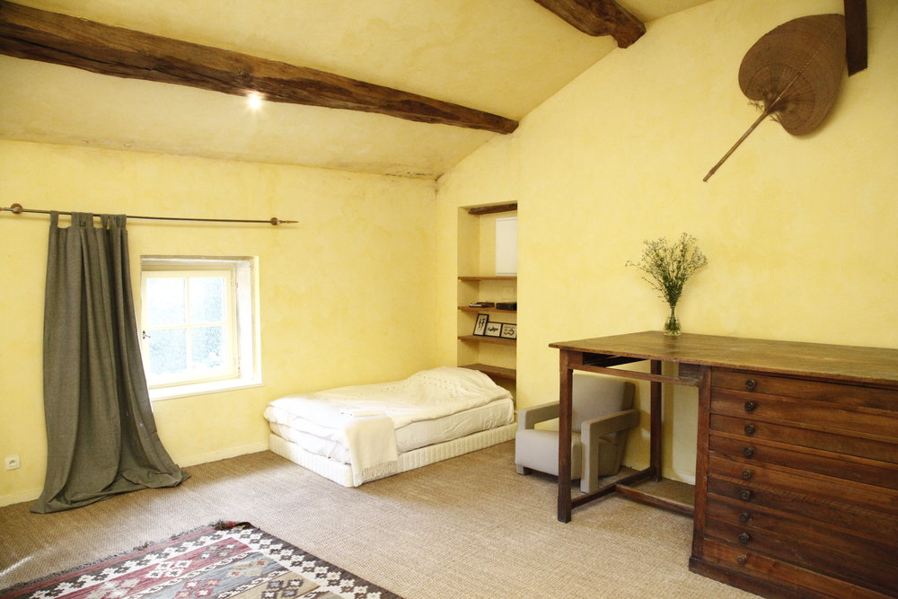 Dorm Rooms - There are two 4 person dorm rooms, with en-suit bathroom and twin beds.Price 25€ per night per person