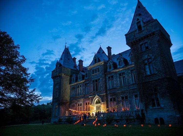 Lasalle-night-chateau.jpg