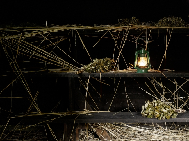 Savusaunan peflettinä toimii ruisoljet.Missä tontut?