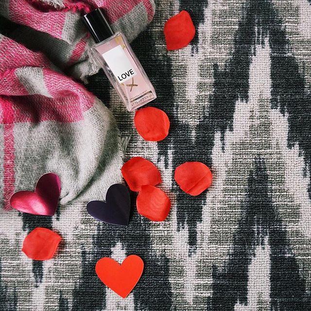 Happy Valentine's Day 💖 #valentines #valentinesday #love #carpet #interiordesign #interiors #bebold #herringbone #inwilm #netde #smallbiz #loveisintheair