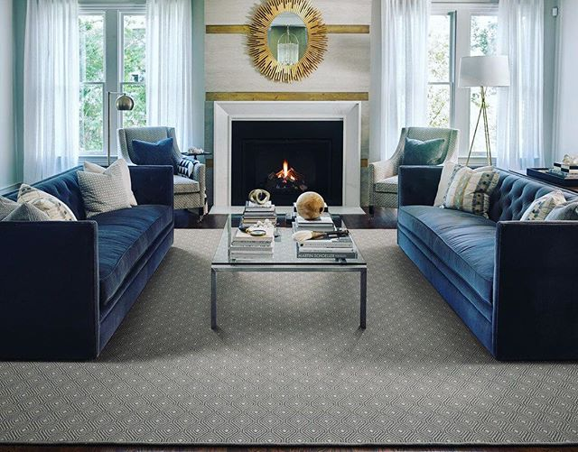 The gold pop from the mirror is such a great finishing touch in this transitional space. #goldaccents #goldmirror #bluesofa #rug #rugs #langcarpet #interiordesign #interiors #instadesign #inwilm #netde