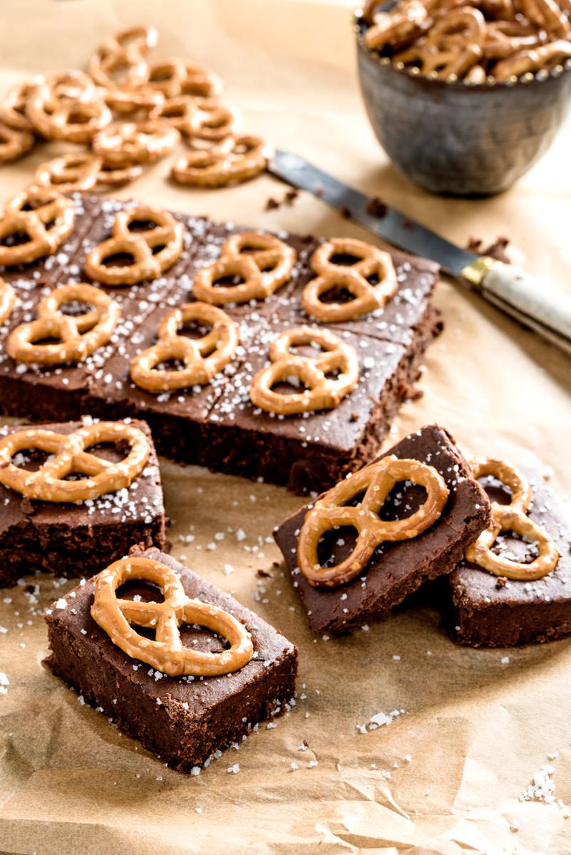 BROWNIES SUCRÉ-SALÉ Cette recette de brownies est sans contredit une réussite sur toute la ligne, puisque le goût juste assez salé vient balancer le goût sucré et chocolaté de ce dessert... →
