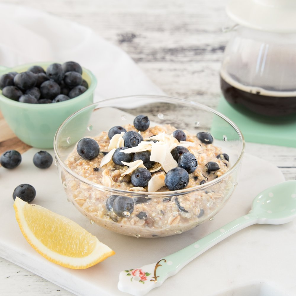 BOL DE QUINOA AUX BLEUETS ET AU CITRON Découvrez comment ajouter des protéines facilement à votre petit-déjeuner! →