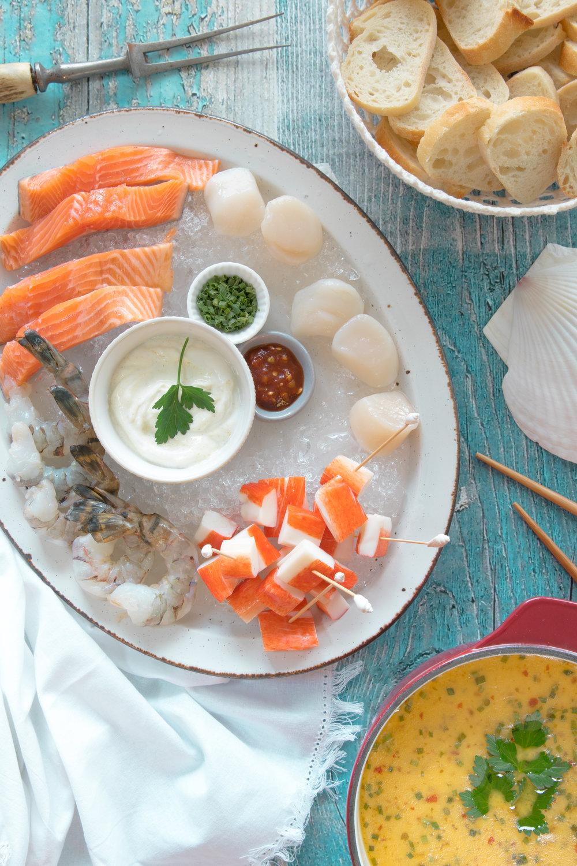 Fondue aux poissons et fruits de mer 🦐🐟 Photographie et stylisme culinaire : Hubert Cormier