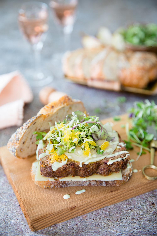 Sandwich végé version sucrée/salée 🥪 Photographie et stylisme culinaire : Hubert Cormier