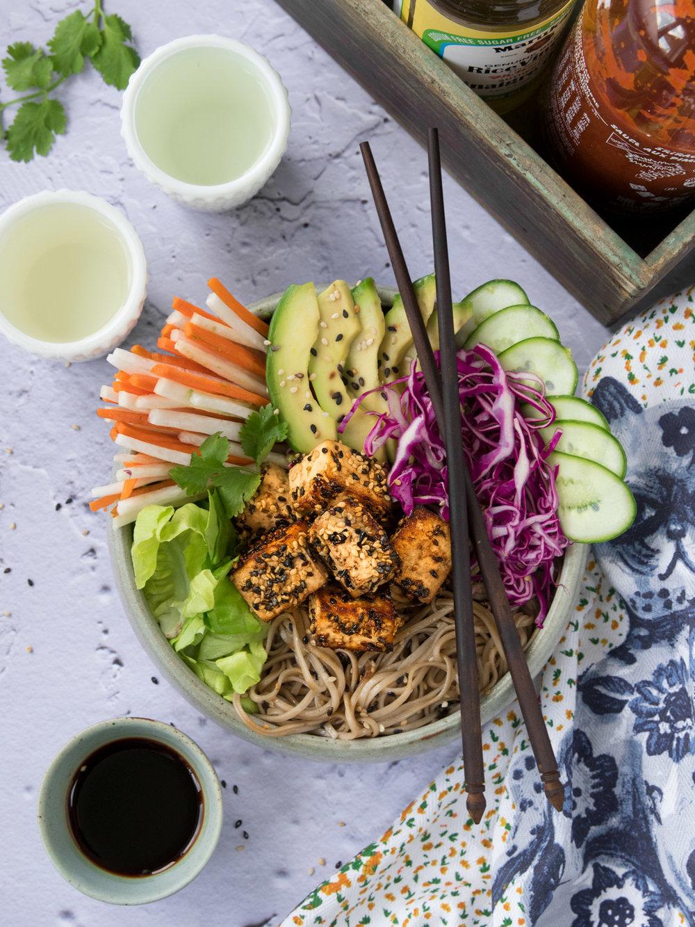 Bol Banh-mi Recette tirée du livre  Les conseils d'Hubert  Photographie et stylisme culinaire : Hubert Cormier