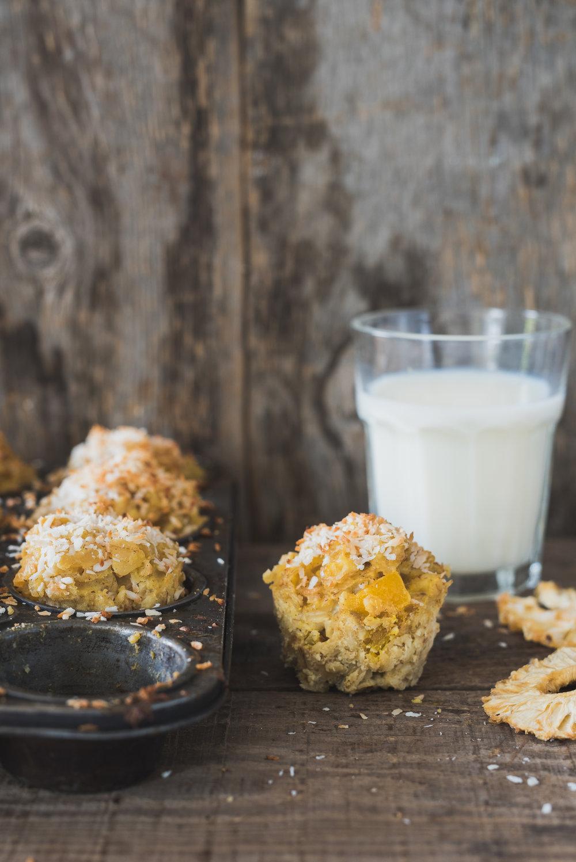 Baked oatmeal Photographie tirée du livre  Ma table festive  Photographie culinaire : Catherine Côté Stylisme culinaire : Hubert Cormier