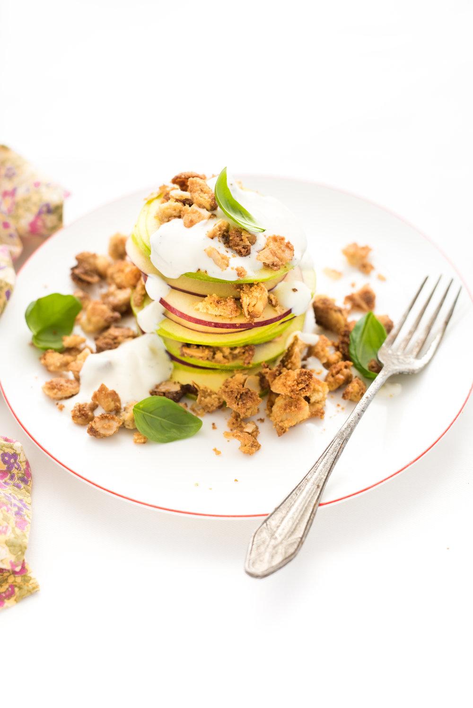 Étagé de pommes Photographie tirée du livre  Ma table festive  Photographie culinaire : Catherine Côté Stylisme culinaire : Hubert Cormier