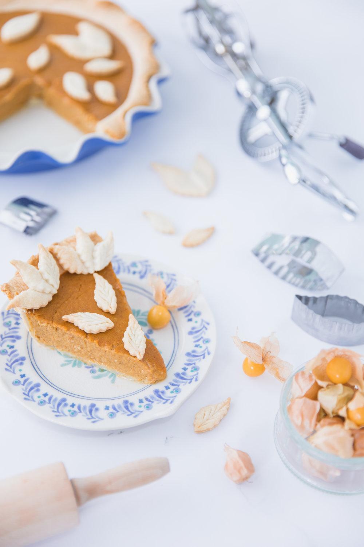 Tarte à la citrouille épicée facile à réaliser Photographie : Hubert Cormier Stylisme culinaire : Hubert Cormier et Claudia Déry