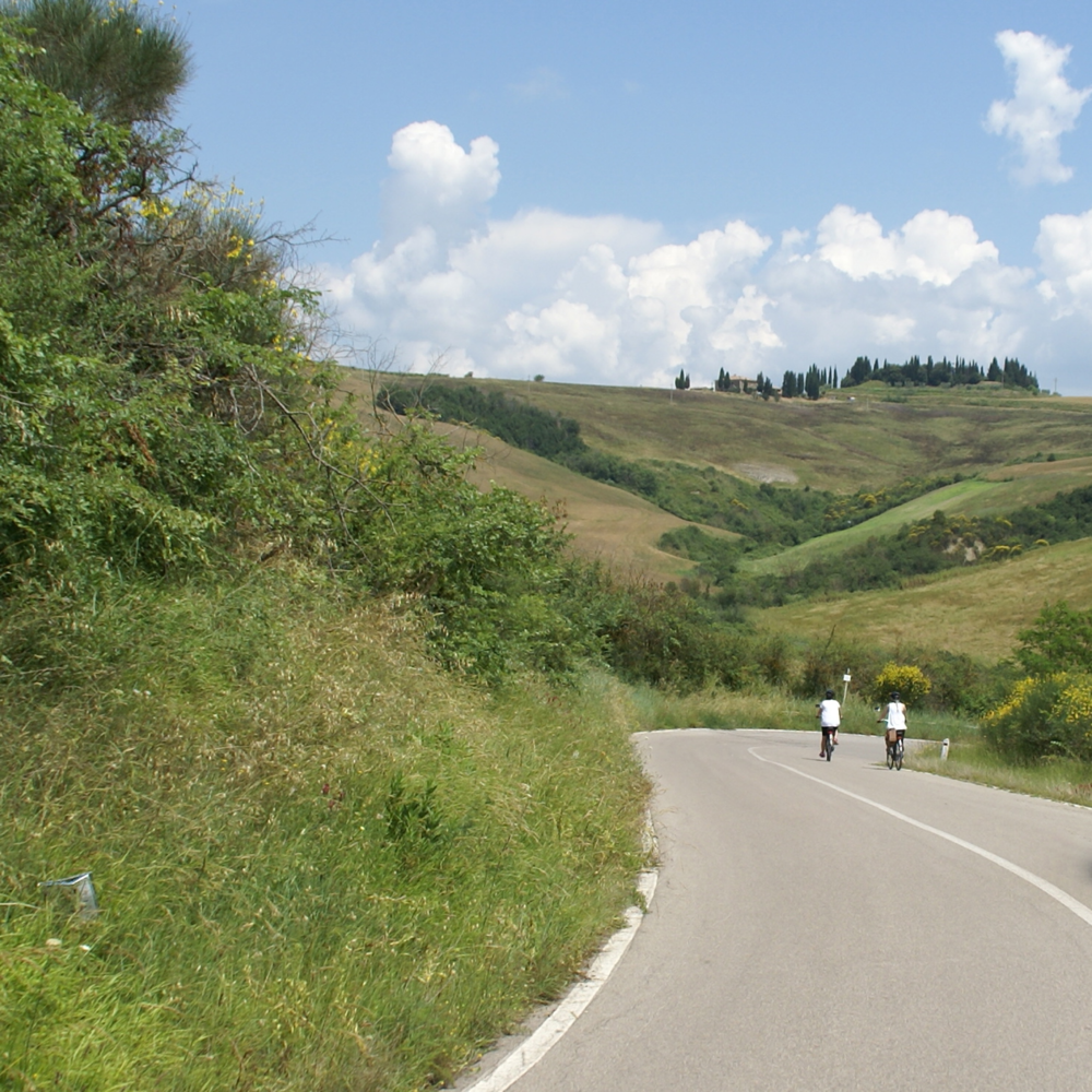 bike tour through tuscany