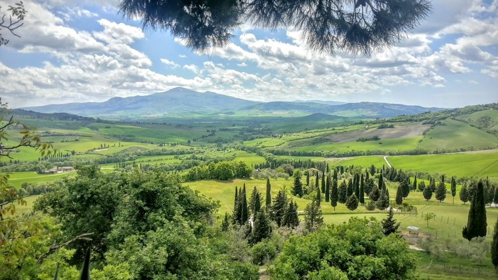 Cycle through the val d'orcia