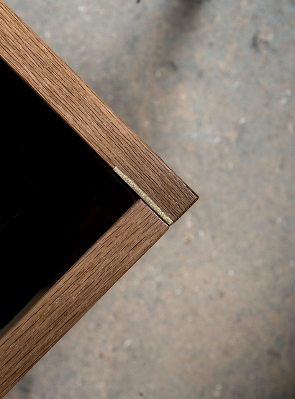 Minimal ZUNG wood oak bed with brass joint detail