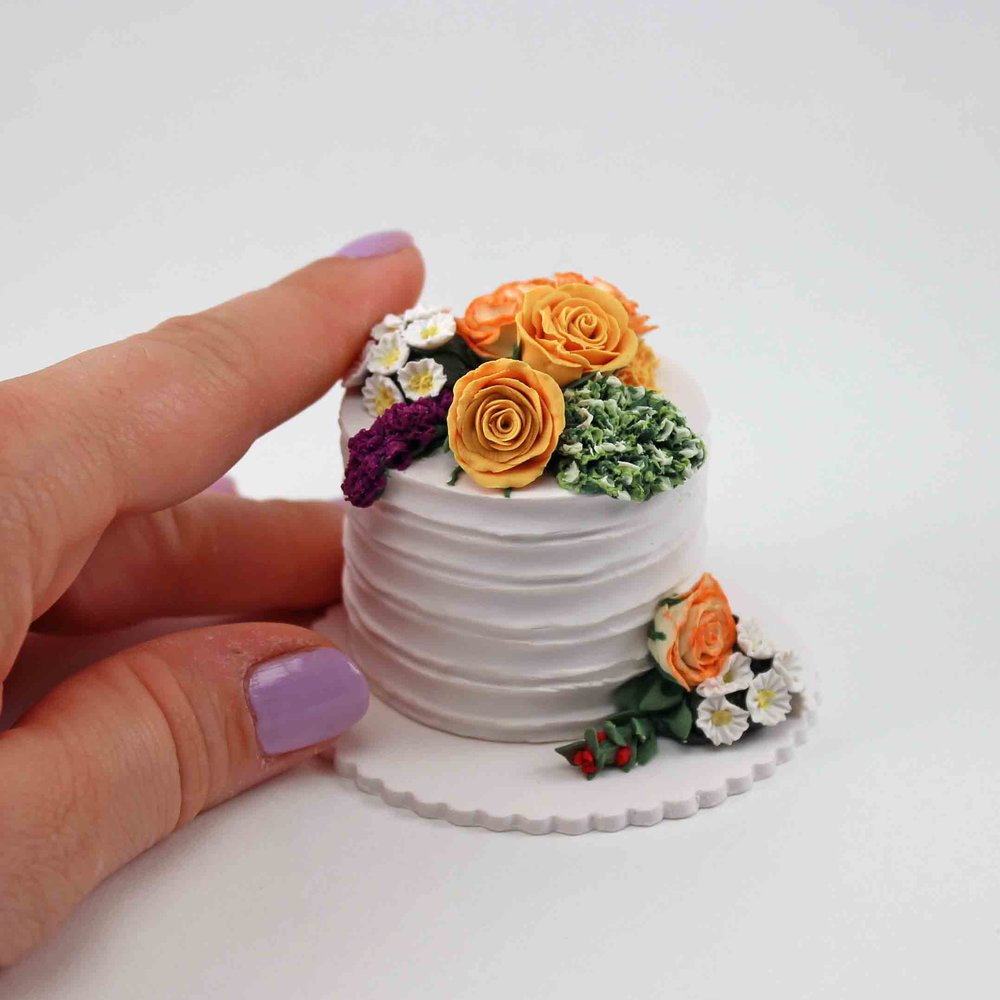 mini replica of one tier wedding cake replica.jpg