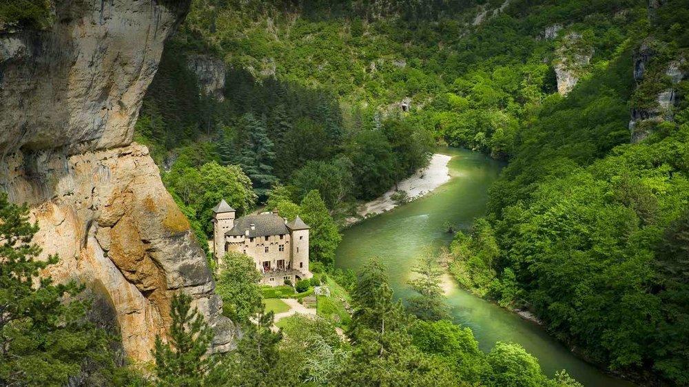 {source:Château de la Caze, Laval-du-Tarn, Lozère, Languedoc-Roussillon, France Franck Charton/hemis.fr/Getty Images}