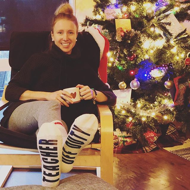 TEACHER OFF DUTY 🙌🏼🎄 Officially can fill my coffee mug with whatever I want. ☕️😉 But how cute are these socks? Gotta love student gifts! 💓 . . . #teachersofinstagram #teacheroffduty #christmas2018 #studentgifts #holidays #travel #christmastree #cozy #wineoclock