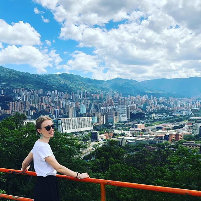 I just can't stop exploring this city... the bad, the good and the beautiful, Medellín you've got it all! 😍🇨🇴 . . . #colombia #medellin #bigcity  #teacherswhotravel #teachersofinstagram #thatview #buildingonbuilding #heights #newyear #goals #selfcare #nature #citylife