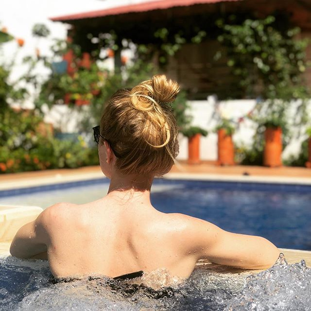 Messy bun for the win! 👌🏼 Winding down from the holidays over here... but I'm going to keep posting like we're still there 😆🌿 So grateful for all the experiences! Until next time Colombia 😘🇨🇴 . . . #vacayover #holidays #2019 #colombia #homeawayfromhome #canada #potime #selfcare #abundance