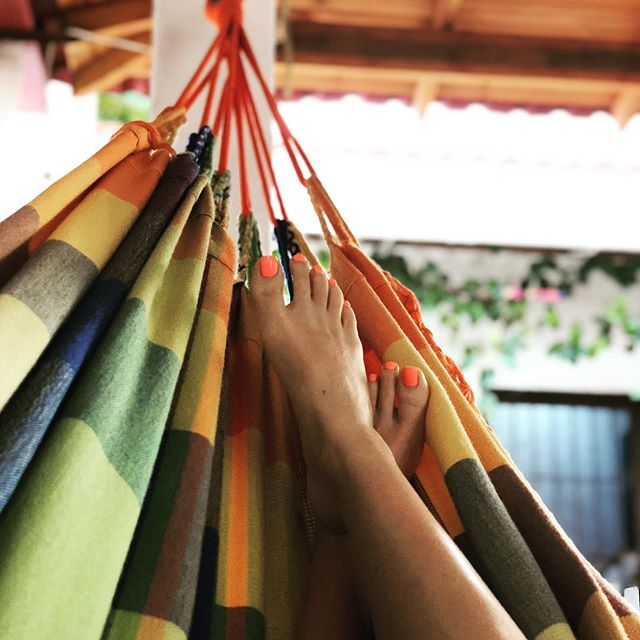 Dreaming of the tan days☀️...because mine's long gone! As much as I'd love this as my weekend view again, I'm pretty stoked to be taking taking my Reiki Level 1 @junction_9 this weekend! Any advice from those who've done it?  Stay warm lovelies! ❄️ . . . #hammocklife #colombia #balance #wellness #tropics #dreaming #vacay #reikitraining #weekendvibes