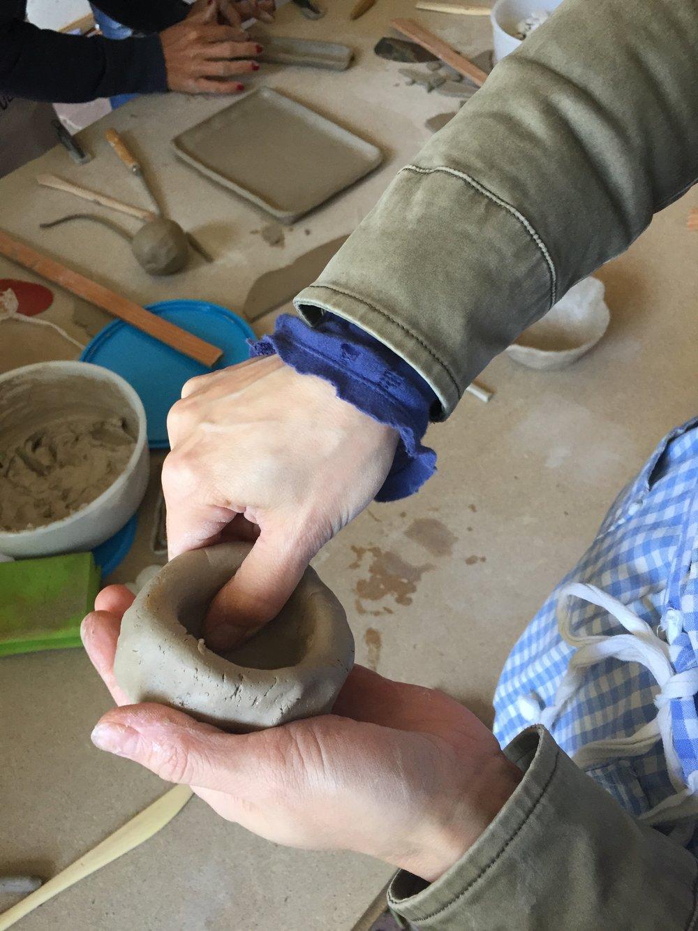 Töpfern Detail Fingerschale_5 Elemente Workshop_Nina Mandl TCM.jpg
