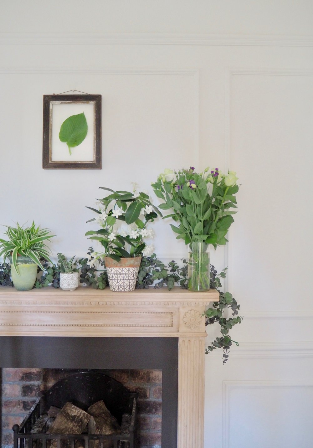 Looks and styles of mantelpieces and how to dress and style your mantelpiece.
