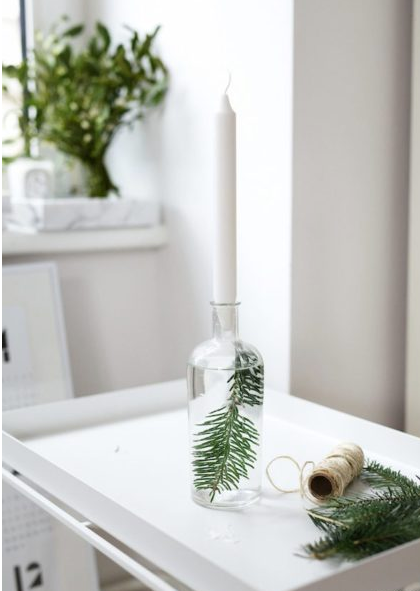 Natural and easy Christmas decor for the table.