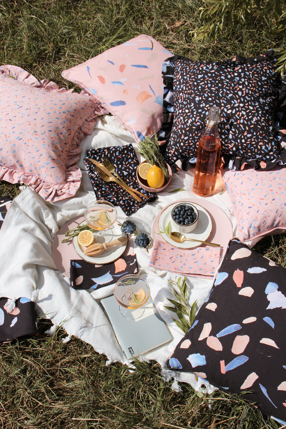 Black and pink picnic accessories for the summer