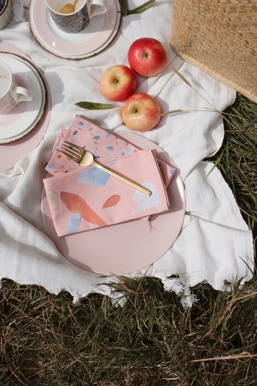 How to stye the perfect picnic this summer