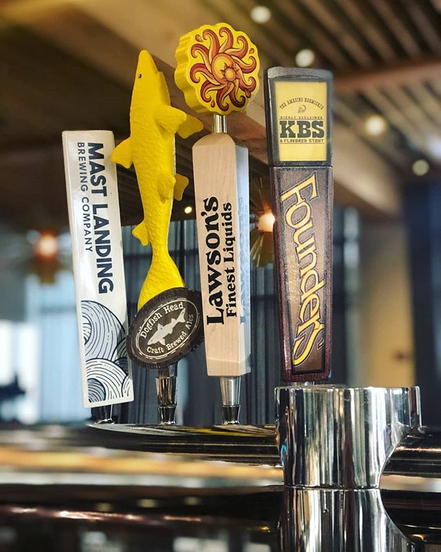 Catalyst will be closed tonight, Tuesday 12/11 for private events. We will see everyone tomorrow with this great draft lineup! . . (L-R: Mast Landing Gunner's Daughter, Dogfish Head Namaste, Lawson's Sip of Sunshine, Founders 2018 KBS) #privateevent @eventsatcatalyst