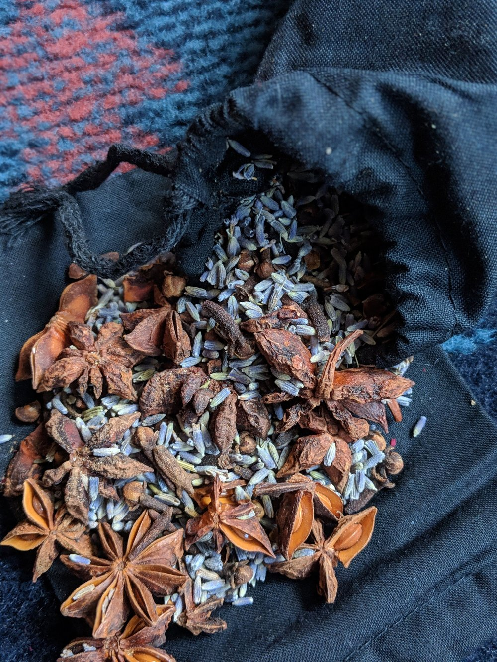 Ignite the senses with these floral sachets. Filled with lavender, clove, and star anise, this romantic blend of smells is the manifestation of warmth and adoration. Coupled with Palo Santo incense sticks, this bundle will be sure to bring in ta happy mood.