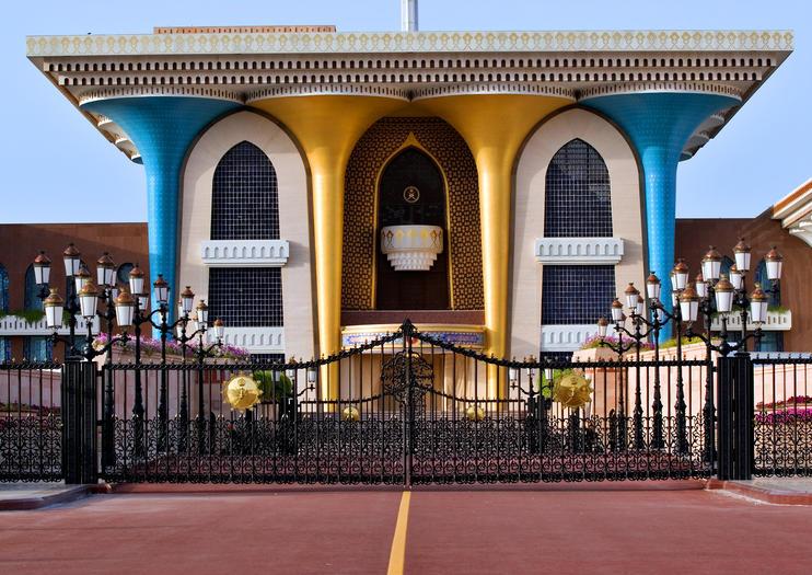 144105_Muscat_Al Alam Palace (Sultans Palace)_shutterstock_2462536.jpg