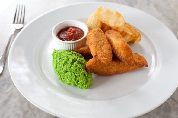 Bistrode-Blue-Eye-Fish-Fingers-Pea-Mash-chips-house-ketchup-6-590x393.jpg