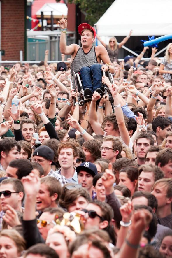 Melbourne-Laneway-Festival-2011-117-590x885.jpg