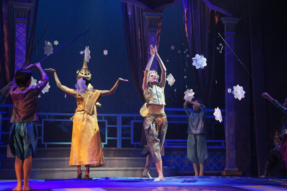 The King and I , Rodgers & Hammerstein    Opera North (Catherine Doherty, Director; Jesse Factor, Choreographer; Allison (Lingren) McGuire, Assistant Director; Ken Goldstein, Set Design; John Bartenstein, Lighting Design)
