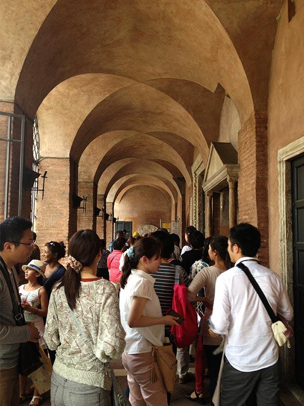 La Bocca Della Verita tourist line.