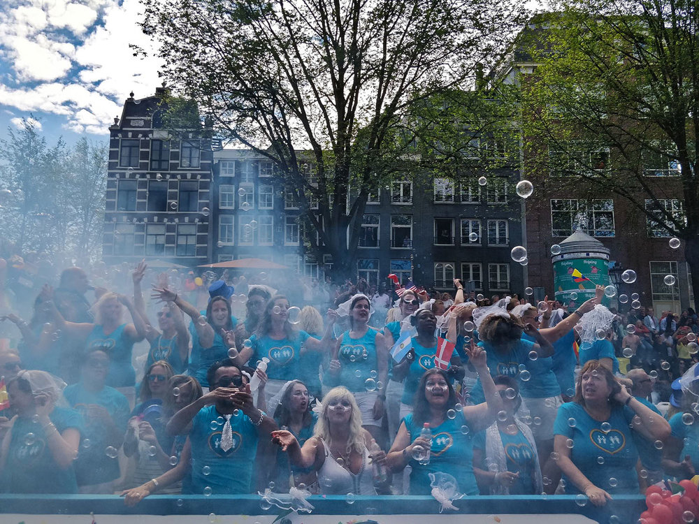 gay-pride-amsterdam-floats.jpg