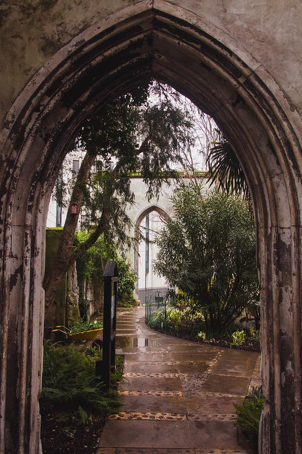 St-Dunstan-in-the-East-Church-Garden.jpg