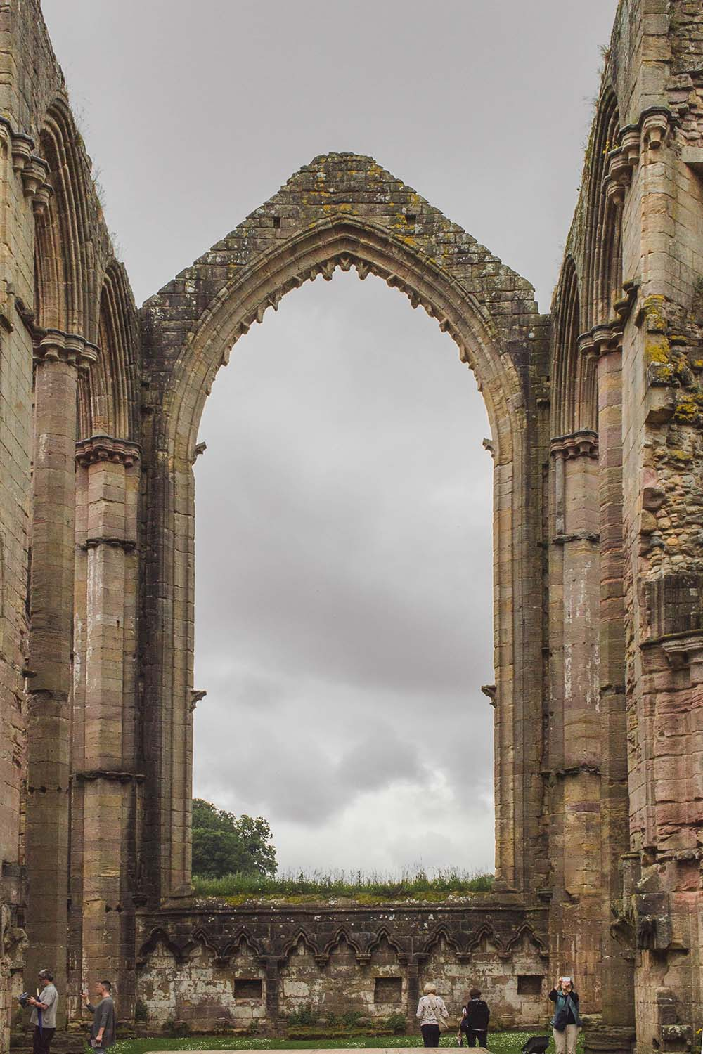 fountains-abbey-england-ruins.jpg